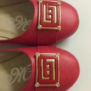 Marilyn Moda Red Flats Sz. 9 Embellished in Front